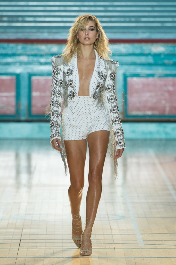 julien-macdonald-spring-summer-2017-look-01